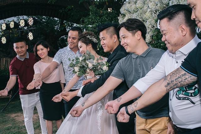 """Đám cưới """"trong mơ"""" với 300 khách cùng """"xăm"""" biểu tượng hạnh phúc - 15"""