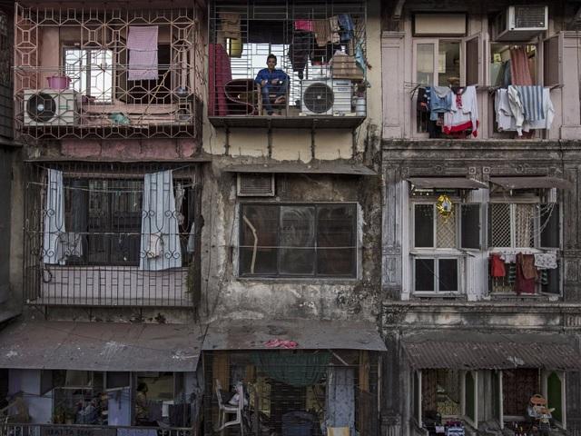 Quang cảnh bức bối của những khu nhà tập thể đông đúc và cũ kỹ khiến người ta liên tưởng tới những chiếc bao diêm.
