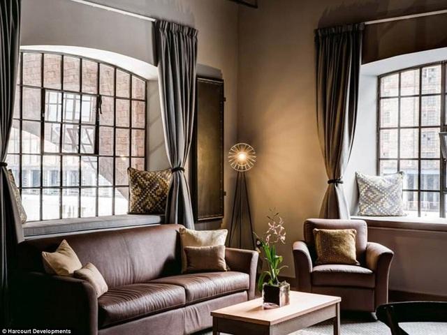 Khách sạn có 120 phòng nằm trên 4 tầng lầu với phong cách thiết kế cổ điển, mang vẻ đẹp của những con tàu biển hạng sang hồi đầu thế kỷ 20.