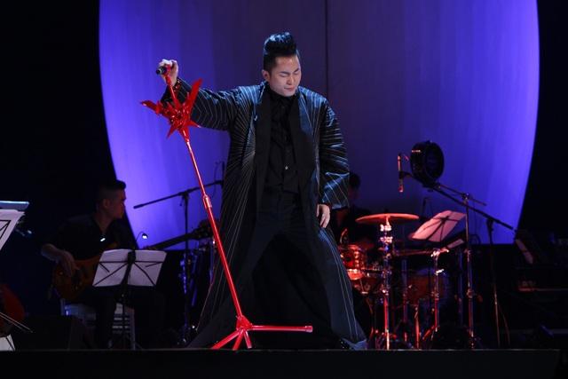 Tùng Dương mở màn liveshow với Mang thai, Liti, Mưa bay tháp cổ.