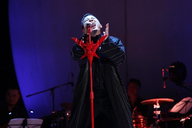 Tùng Dương đã có một đêm nhạc thể nghiệm trọn vẹn, đúng cá tính âm nhạc và trọn vẹn về cảm xúc.