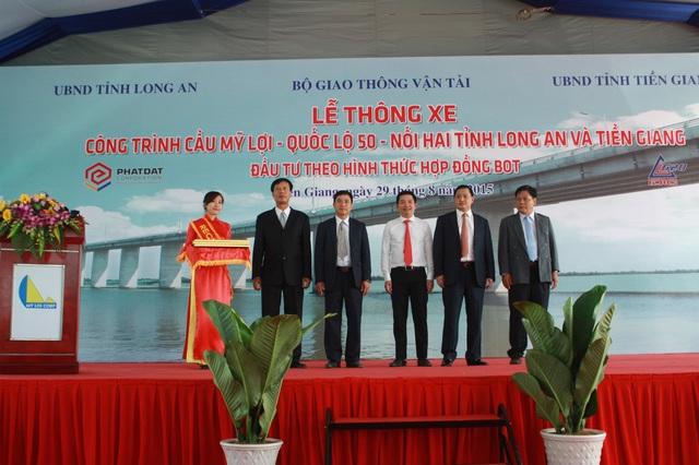 Ông Nguyễn Văn Đạt tại Lễ khánh thành thông xe cầu Mỹ Lợi