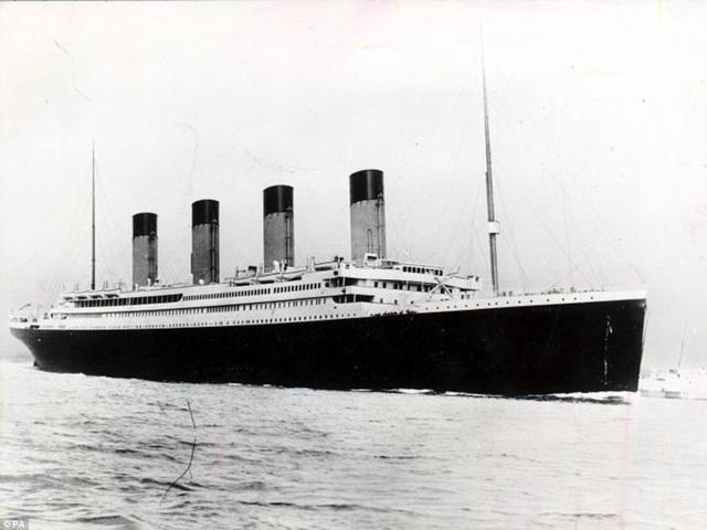 Con tàu xấu số RMS Titanic đã chìm xuống đáy Bắc Đại Tây Dương vào ngày 15/4/1912 sau khi va phải một tảng băng trôi trong chuyến hải trình đầu tiên từ Southampton (Anh) tới New York (Mỹ).