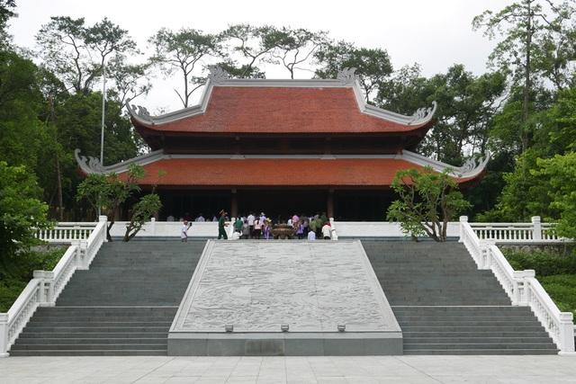 Tháng 11/2012, Thủ tướng quyết định thành lập Khu rừng bảo vệ cảnh quan đặc biệt Di tích lịch sử về Chủ tịch Hồ Chí Minh tại Đá Chông, gọi tắt là Khu rừng K9. Hơn 1 năm sau, Nhà tưởng niệm Chủ tịch Hồ Chí Minh được xây dựng. Công trình mang hình thức kiến trúc tuyền thống rộng 441 m2, cao 11,87 m, được xây dựng từ các vật liệu tiêu biểu của nhiều tỉnh thành Việt Nam.