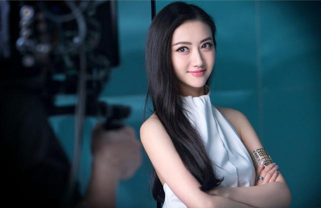 """Tiết lộ về nữ diễn viên châu Á xinh đẹp duy nhất trong phim """"Kong"""" - 9"""