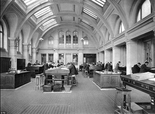 Phòng thiết kế của trụ sở hãng đóng tàu Harland & Wolff, nơi các kỹ sư đã từng miệt mài thực hiện các bản vẽ thiết kế con tàu Titanic, nay được chuyển đổi chức năng, trở thành một phòng tiệc kiêm quầy bar trong khách sạn Titanic.