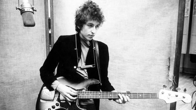 Nhạc sĩ - ca sĩ kỳ cựu Bob Dylan đã xin lỗi vì không thể xuất hiện tại buổi lễ trao giải Nobel diễn ra ở Stockholm vào tháng 12 năm ngoái. Ông lấy lý do rằng đã có lịch từ trước, không thể thay đổi.