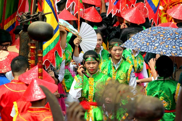 Trang phục được BTC lễ hội chuẩn bị kĩ lưỡng phù hợp với nghi thức lễ hội