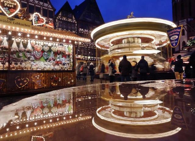 Phiên chợ Giáng sinh ở Frankfurt, Đức.