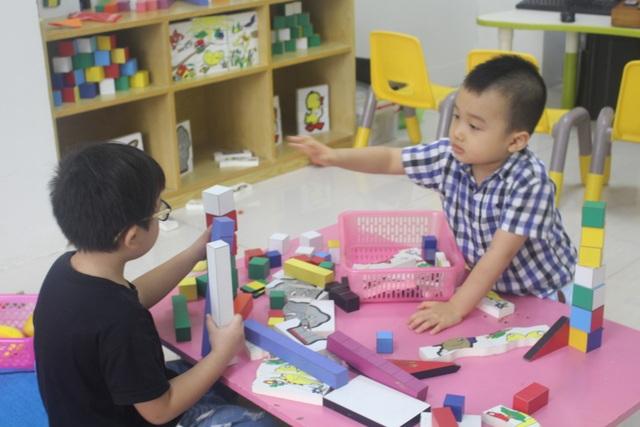 Trẻ em học tiếng Anh qua các trò chơi