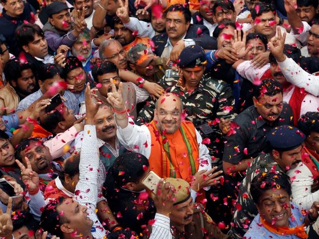 Nếu xét về mặt lễ hội thì những thành phố đông dân luôn tổ chức được những sự kiện đông vui mà hiếm thị trấn miền quê nào có thể làm được. Trong ảnh là thành phố New Delhi, Ấn Độ với hàng chục ngàn người xuống phố trong một sự kiện diễn ra hồi tháng 3 vừa qua.