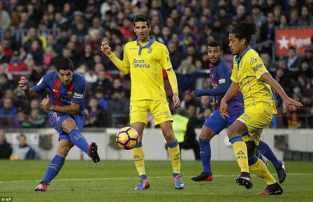 Luis Suarez tỏa sáng với cú đúp vào lưới Las Palmas