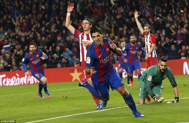Luis Suarez mở tỷ số cho Barcelona ở cuối hiệp 1