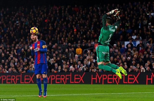 Messi mở tỷ số cho Barcelona sau pha đánh đầu chính xác