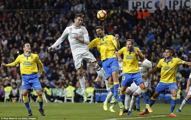 Cú đúp của C.Ronaldo giúp Real Madrid giành lại 1 điểm ở Bernabeu