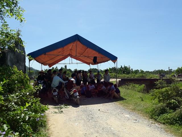 Quá bức xúc trước tình trạng ô nhiễm, người dân địa phương đã dựng lều trại phản đối
