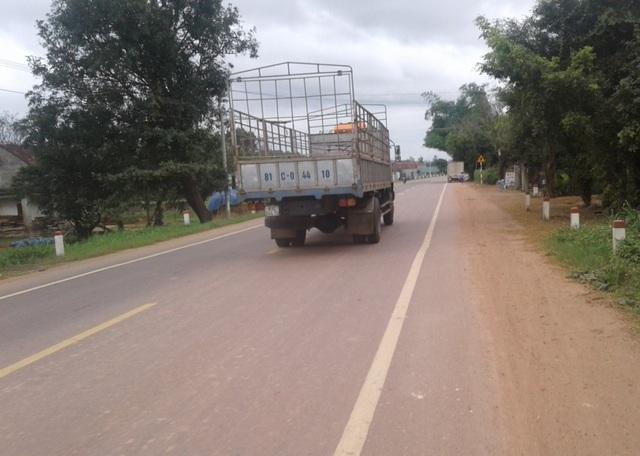 Quốc lộ 19 qua huyện Tây Sơn, Bình Định vắng xe cơi nới thùng, xe chở cát quá tải, không phủ bạt lộng hành trên tuyến đường này như cách đây ít hôm