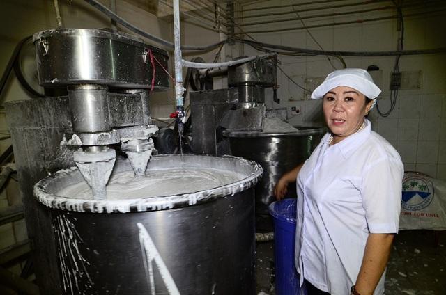 Bí quyết sản xuất bún của cơ sở chị Bính còn nằm ở khâu chọn gạo. Đó phải là loại gạo thuần chủng, không cũ quá mà cũng không mới quá. Quy trình sản xuất bún chỉ cần chểnh mảng ở một khâu là hỏng nguyên cả một mẻ bún lớn.