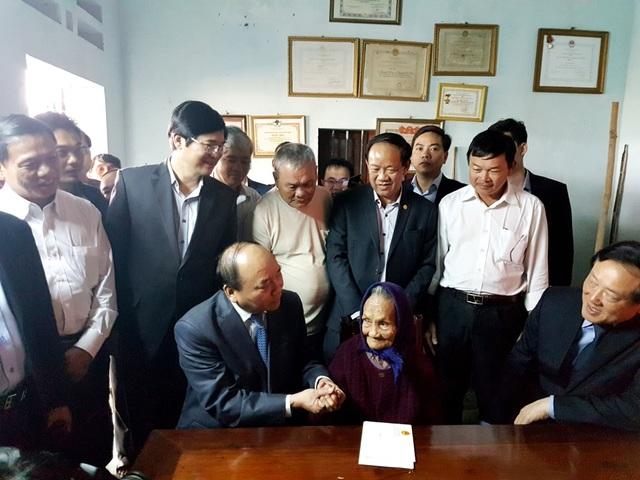 Thủ tướng chúc Tết Mẹ Nguyễn Thị Hân