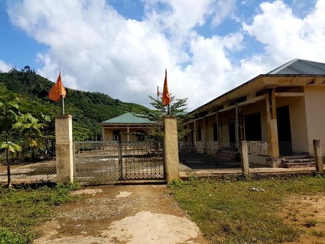Trường tiểu học ngay giữa khu dân cư