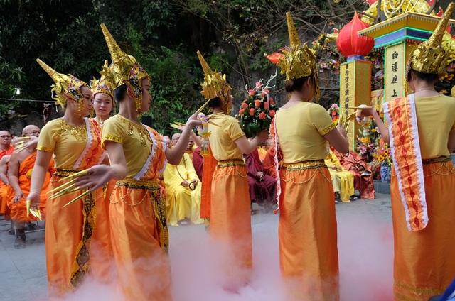 Các tiết mục trình diễn nghệ thuận mang đầu màu sắc văn hóa Phật giáo