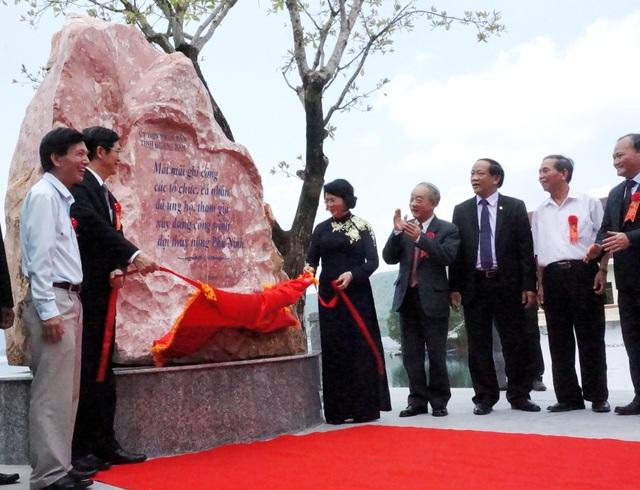 Phó Chủ tịch nước khánh thành bia ghi công những tập thể, cá nhân đóng góp xây dựng công trình đại thủy nông Phú Ninh