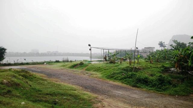 Dự án cây xanh, lòng hồ công viên văn hóa Tràng An xây dựng dở dang khiến nhiều hộ dân xã Ninh Nhất sống trong tình cảnh dở khóc dở cười gần chục năm nay.