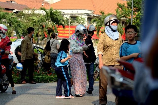 ... thì người dân Sài Gòn tìm mọi cách để đối phó.