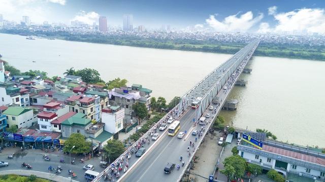 Cầu Chương Dương bắc qua sông Hồng, trên quốc lộ 1A tại km170+200, địa phận Hà Nội, nối trung tâm quận Hoàn Kiếm với quận Long Biên.