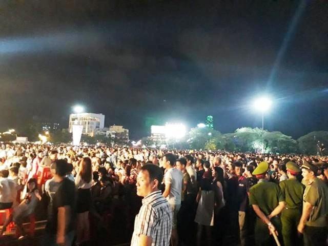 Hàng nghìn người dân, du khách tới dự lễ khánh thành tượng đài.