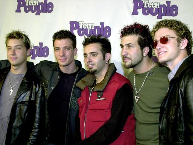 Tương tự, nhóm nhạc nam 'N Sync cũng từng yêu cầu phòng thay đồ của họ có nhiều trò chơi để các chàng trai trong nhóm giải trí.