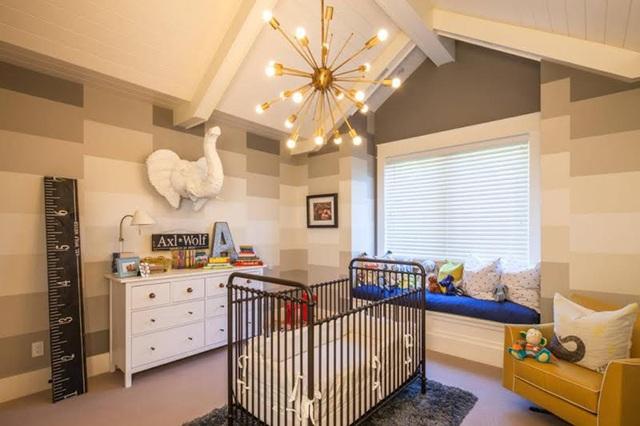 """Một căn phòng có phong cách thiết kế kiểu """"thành thị"""" luôn đem lại cảm giác tươi mới, hiện đại. Đây sẽ luôn là một lựa chọn hàng đầu cho các gia đình trẻ ở thời điểm hiện nay. Tuy nhiên, để có được một căn phòng theo phong cách """"thành thị"""" đúng điệu, bạn cần đặc biệt chú ý về cách kết hợp màu sắc và các món đồ nội thất."""