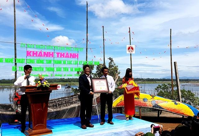 Tổ chức kỷ lục Việt Nam xác lập kỷ lục về bộ tranh thuyền thúng đầu tiên và nhiều nhất Việt Nam