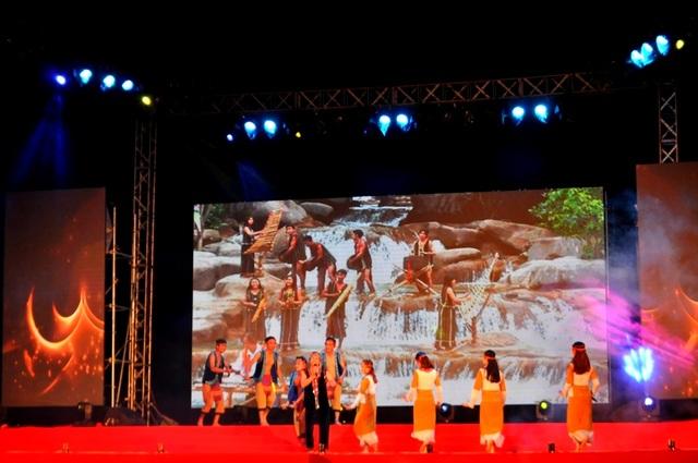 Tốp ca đàn đá đêm nay do đoàn nghệ thuật khu di sản Mỹ Sơn trình bày