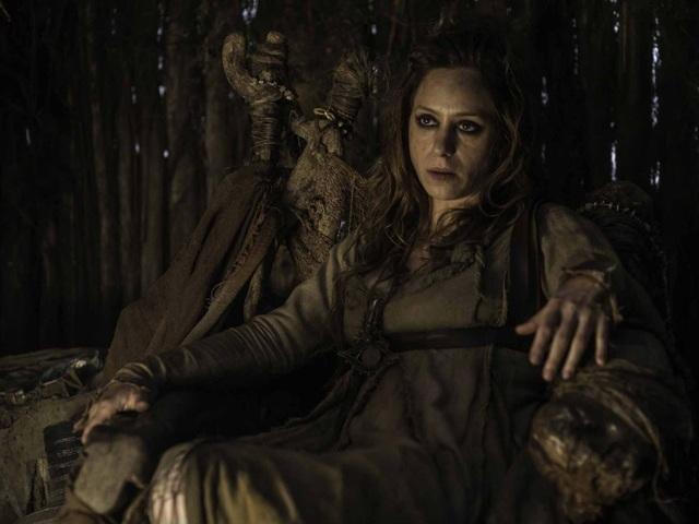 Khi còn nhỏ, Cersei đã có lần bỏ vào rừng sâu để tìm phù thủy, mong được biết về tương lai của mình.