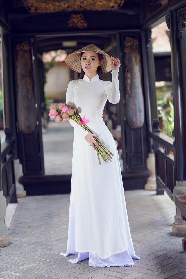 Người đẹp Hoa hậu Hoàn vũ Thanh Trang khoe vẻ mềm mại, tinh khôi với áo dài - 7