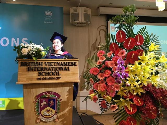 Châu đại diện học sinh phát biểu diễn văn tốt nghiệp trung học niên khóa 2017