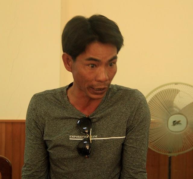 Ngư dân Nguyễn Công Quý (41 tuổi, trú xã Cát Khánh, huyện Phù Cát, Bình Định), chủ tàu Dịch vụ hậu cần BĐ 99888 TS phát biểu gay gắt tại buổi làm việc.