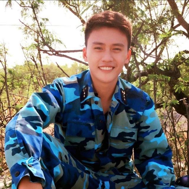 """Chàng lính hải quân có nụ cười ấm áp gây """"sốt"""" mạng - 4"""