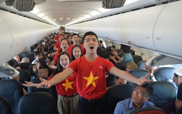 """Gần 200 hành khách Vietjet cùng hát """"Nối vòng tay lớn"""" mừng quốc khánh 2/9 - 4"""