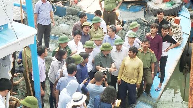 Phó Thủ tướng nhắc nhở tàu thuyền neo đậu tại các âu thuyền, khu neo đậu, cần thường xuyên kiểm tra, có các biện pháp chằng néo chắc chắn, an toàn