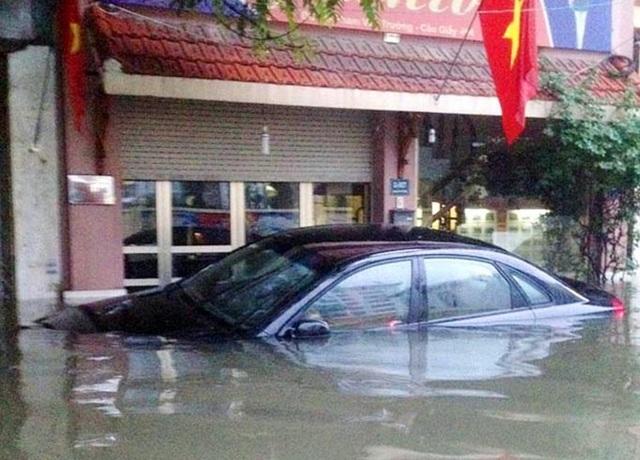 10 điều cần nhớ khi lái xe trong thời tiết mưa bão - 3