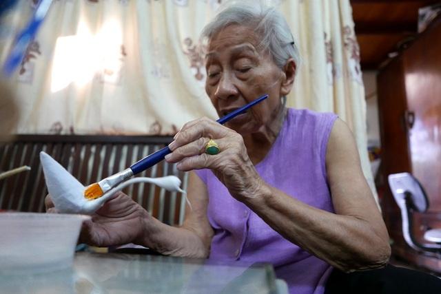 Theo bà Tâm, thời thịnh nhất của đồ chơi thiên nga bông đã lui xa hàng thập kỷ. Hồi đó, hàng gia đình bà làm ra không kịp bán. Cứ làm được giỏ thiên nga nào là có người ở dưới phố Hàng Lược, Hàng Mã chạy lên lấy, bà Tâm kể.