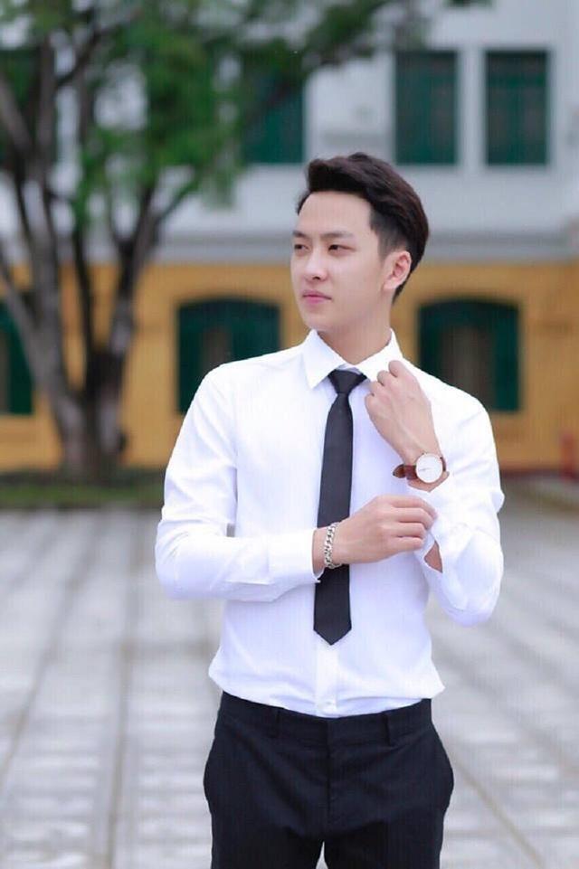 """Nhân vật chính của bức ảnh gây """"bão mạng"""" này là bạn Trần Ngọc Tân (sinh năm 1996, Bắc Giang). Tân là sinh viên năm cuối của trường Học viện Nông nghiệp, ngành Chăn nuôi."""