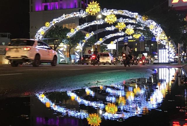 Do ảnh hưởng của bão số 12, Đà Nẵng liên tục có mưa, đến sáng 9/11 thì bắt đầu hửng nắng.