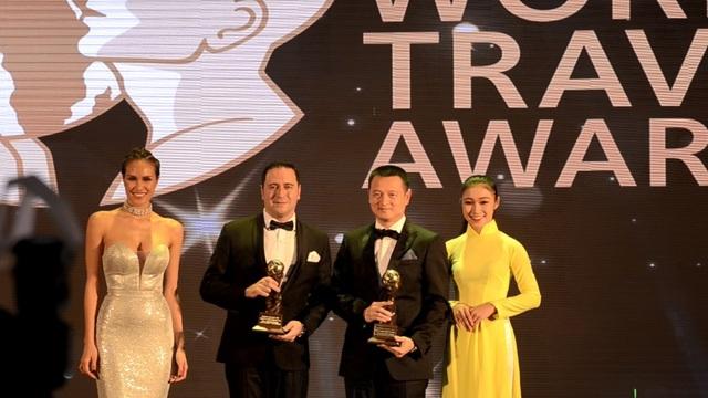 Ông Đặng Minh Trường - Phó Chủ tịch HĐQT, Tổng giám đốc Sun Group nhận giải Worlds leading Luxury Resort và Worlds Leading Fine Dining Hotel Restaurant (La Maison 188)