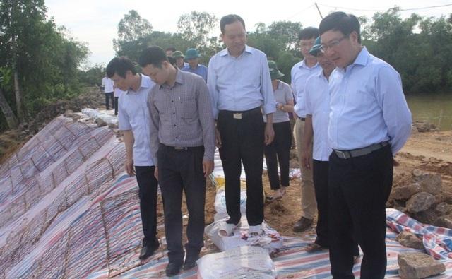 Phó Thủ tướng kiểm tra tuyến đê sông Cầu Chày, đoạn qua xã Xuân Minh, huyện Thọ Xuân