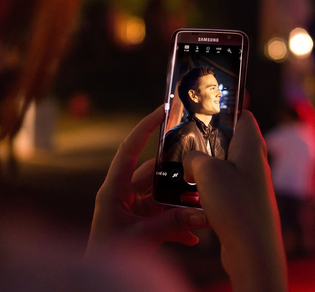 Không cần nhiều phụ kiện rườm rà. giờ đây, chỉ với duy nhất chiếc điện thoại Samsung Galaxy S7 edge, bạn có thể dễ dàng bắt được những khoảnh khắc đáng nhớ với chất lượng ảnh xuất sắc ngay cả trong điều kiện ánh sáng yếu.