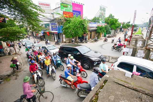 Vào giờ tan tầm, nút giao An Dương - Thanh Niên có mật độ giao thông rất lớn; các luồng lưu thông từ Yên Phụ, An Dương, Thanh Niên, Nghi Tàm luân chuyển qua đây thường xuyên gây ra ùn ứ giao thông.