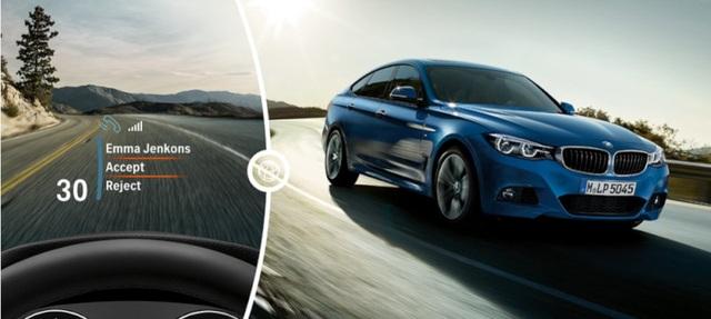 BMW series 3 phiên bản 100 năm còn được trang bị tính năng hiển thị thông tin trên kính chắn gió